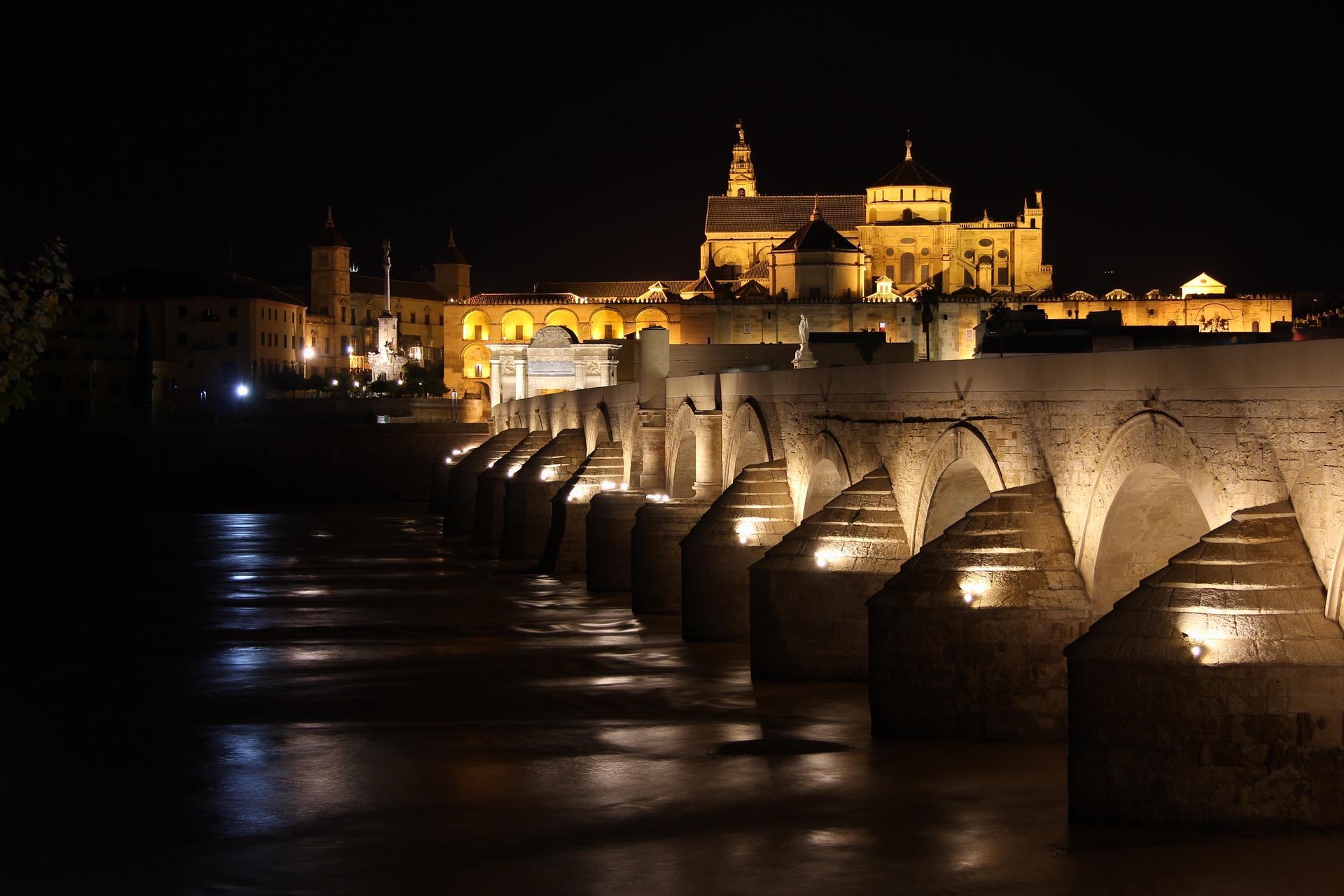 Puente romano de Córdoba de noche, ruta de juego de Tronos - Los viajes de Margalliver